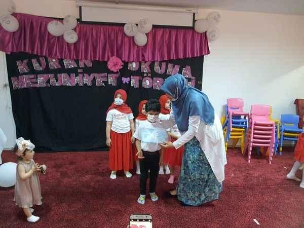 Alanya müftüsü İlhan miniklerin mezuniyet heyecanına ortak oldu