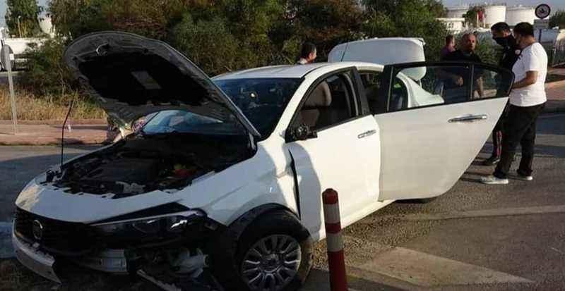Antalya'da 'dur' ihtarına uymayan sürücü kaldırıma çarptı: 2 yaralı