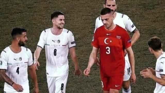 İtalya yenilgisi sonrası Türk futbolseverleri kahreden kare