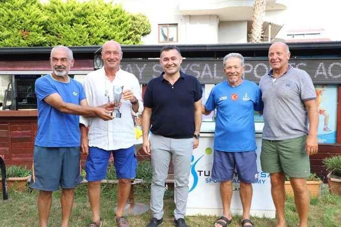 Teniste Alanya rüzgarı: 4 kupa birden