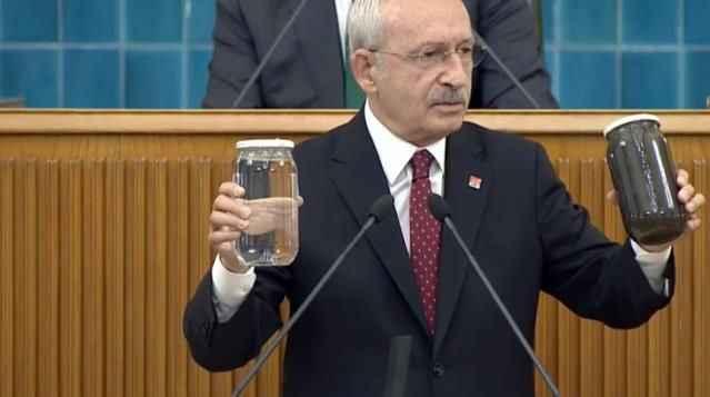 CHP lideri Kılıçdaroğlu kürsüye iki kavanozla çıktı: 'Bunun sorumlusu kim?'