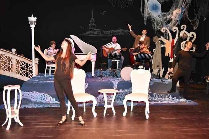 Orhan Veli, Alanya Açık Hava Tiyatrosu'nda