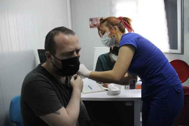 Bir günde yaptığı aşı sayısıyla Bakan Koca'ya tweet attıran Sabire hemşire konuştu