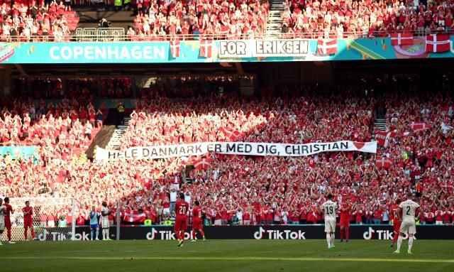 EURO 2020'de tarihi anlar! Danimarka-Belçika maçında herkes yıldız futbolcuyu alkışladı