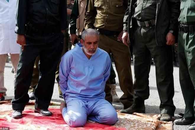 Kızlarını boğarak öldüren ve erkek çocuğunu istismar eden mahkumlar meydanda idam edildi