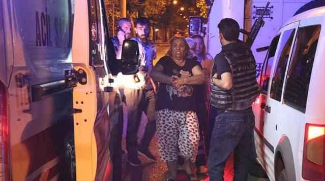 Restoran basıp polise ateş açtılar! Balkonda uyuyan kadını vurdular