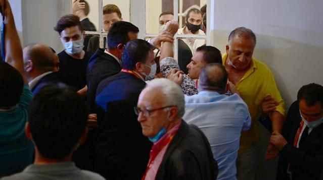 Birbirine girdiler! Galatasaray'ın başkanlık seçiminde ortalık karıştı