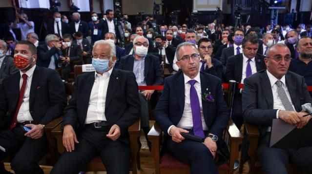 Galatasaray seçiminde iki başkan adayı salonu terk etti