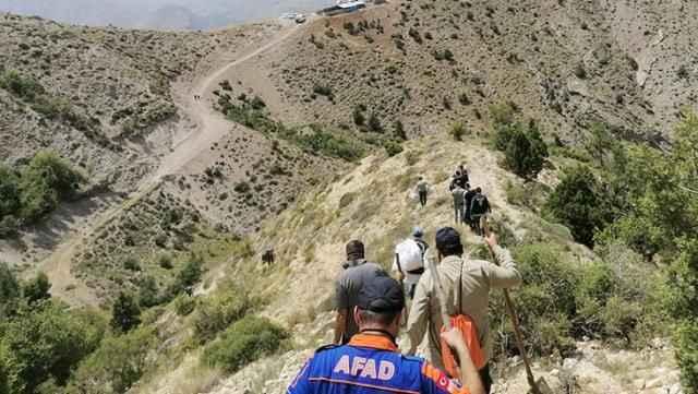 Kayıp ihbarı üzerine dağa çıkan ekipler parçalanmış ceset buldular!