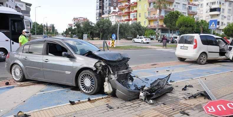 Gazipaşa Deniz Yolu'nda kaza: 2 yaralı