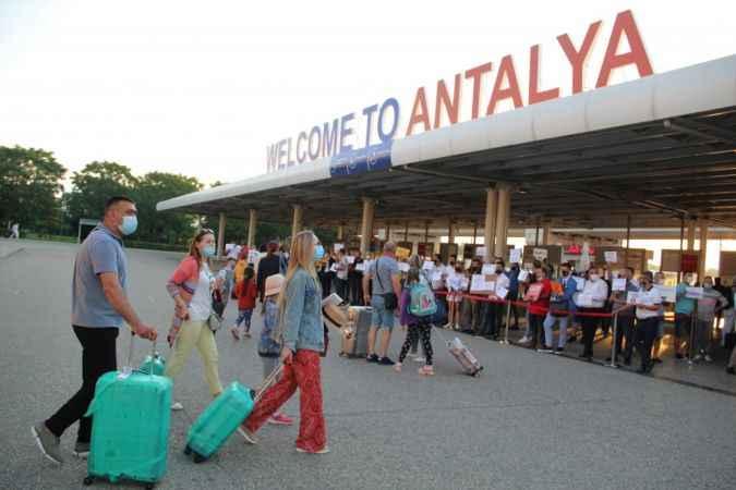 Alanya turizminde büyük sevinç: İlk Rus kafile geldi