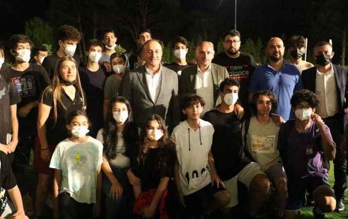 Bakan Çavuşoğlu sporcularla buluştu
