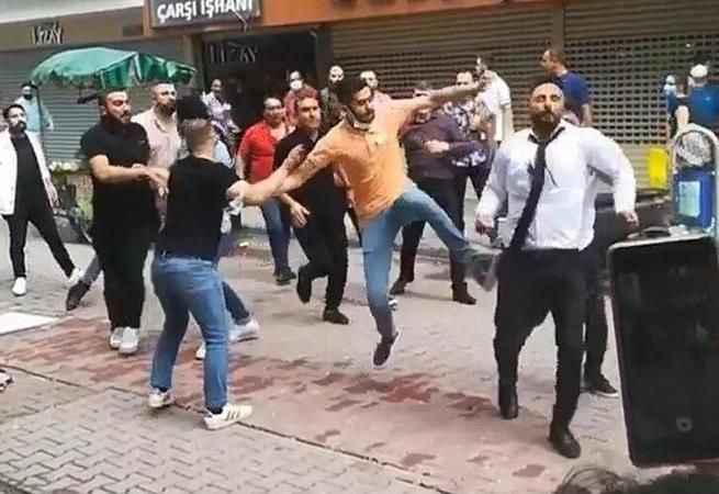 'Altın' kavgası! Sokak ortasında birbirine girdiler