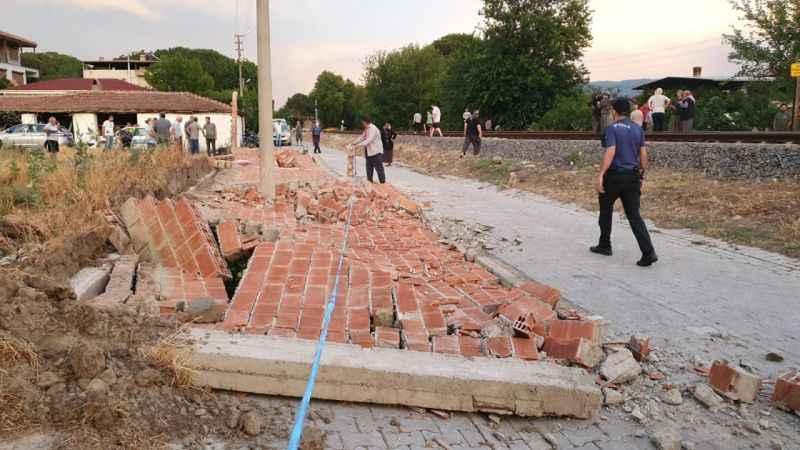 Fırtınanın yıktığı duvarın altında kalan kadın hayatını kaybetti!
