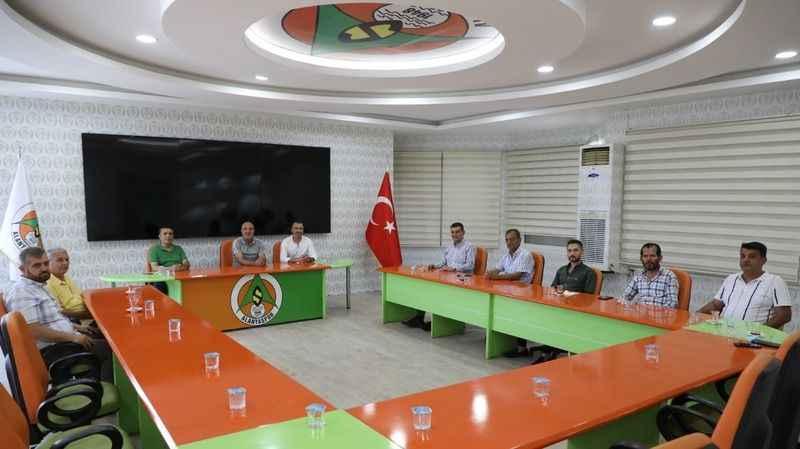 MHP Alanya'dan Çavuşoğlu'na tebrik ziyareti