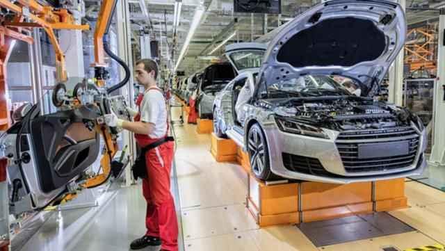 Otomobil devinden devrim gibi karar! Dizel ve benzinli araç üretimini durduruyor