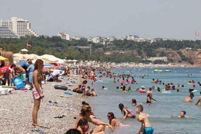 Sınav stresi plajlara sıçradı! Sahilde sınav sonu yoğunluğu