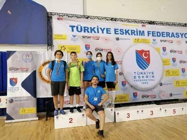 Alanyasporlu eskrimciler, Ankara'dan 2 madalya ile döndüler.