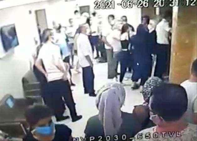 Hastanede asansör kavgası! Birbirlerine girdiler