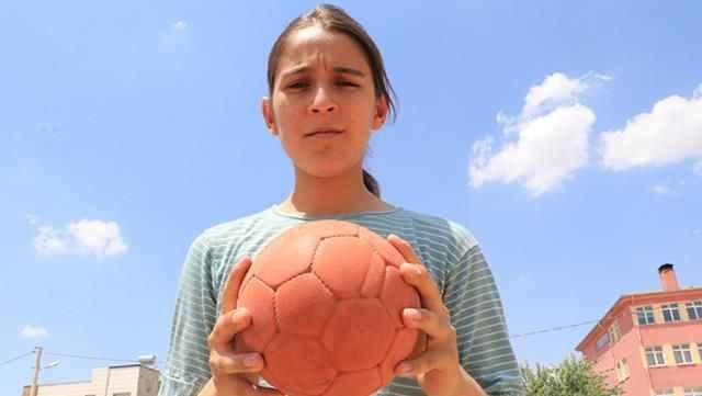 Türkiye'nin gündemine oturan Merve Akpınar, okuduğu okula alınmadı