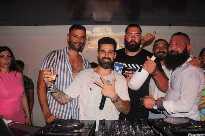 Cleopatra Ink sahibi Halil İbrahim Karadere ve Gürkan Yılmaz, DJ Halil Vergin için şampanya patlattılar