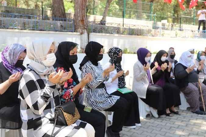 AK Kadınlar Alanya'da şehitler için dua etti