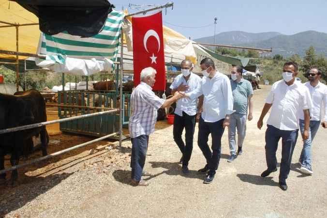 Alanya MHP'den Kurban Pazarı'na ziyaret