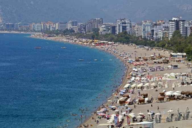 Bayramda Antalya sahilleri doldu taştı