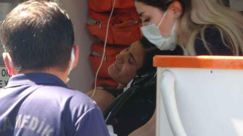 Antalya'da denizde fenalık geçiren genç kadın, hastaneye kaldırıldı