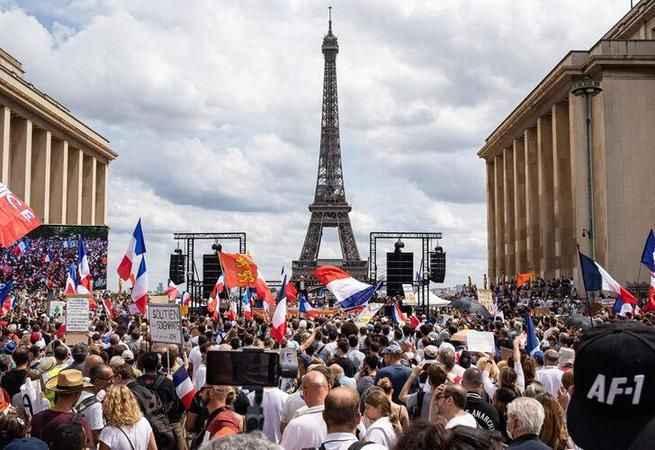 Sokaklara döküldüler! Fransa'da aşı karşıtı protestolar devam ediyor