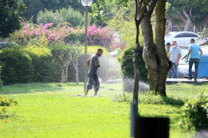 Alanya Belediyesi'nden park tatilcilerine ilginç çözüm