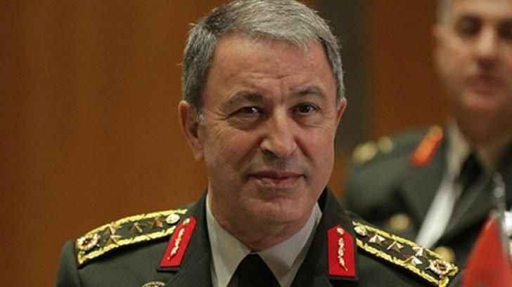 Milli Savunma Bakanı Akar'ın uçağı acil iniş yaptı