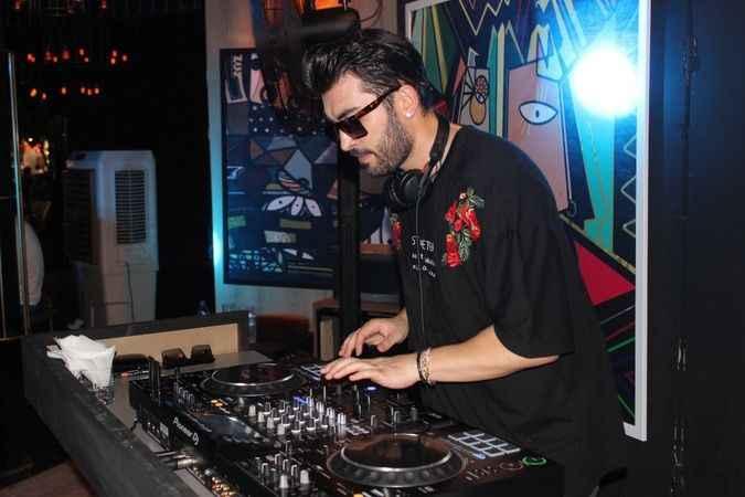 DJ Uğur Yıldırım.