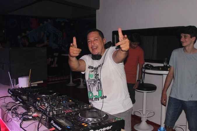 Bellman'ın DJ'i canlı performansı ile beğeni topladı.