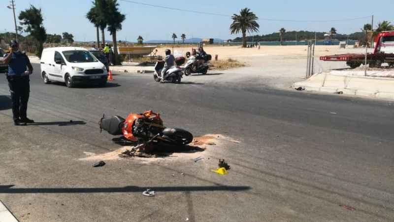Hatalı dönüş felaketle son buldu! Otomobile motosiklet çarptı