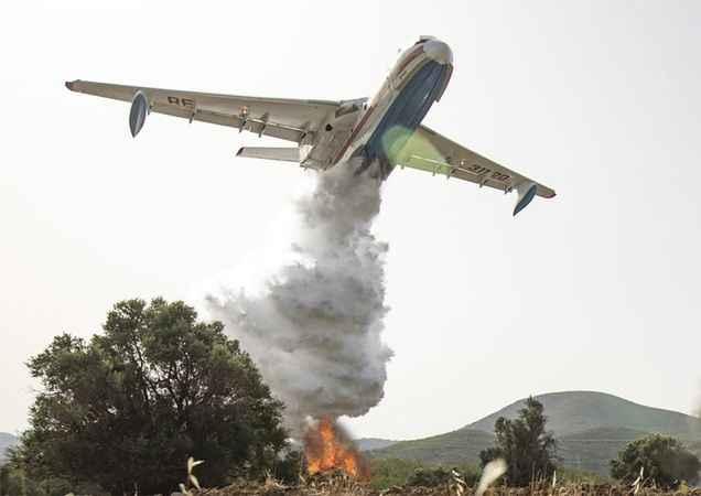 Manavgat'ta yangın söndürme çalışmalarına Rus uçakları da katıldı