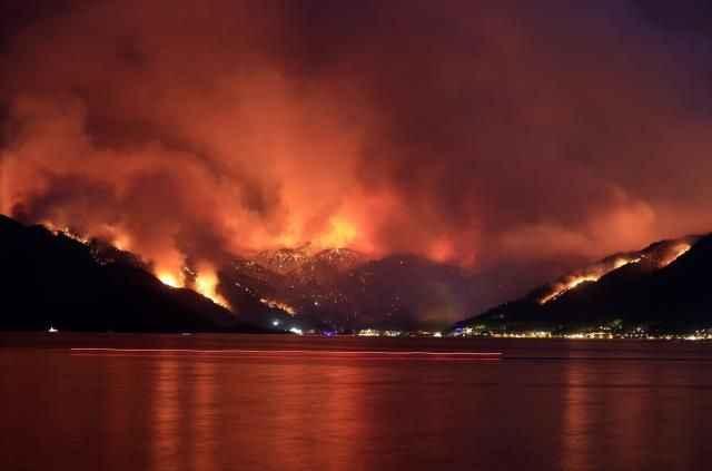 Sık sık gerginlik yaşadığımız Yunanistan'dan Türkiye'ye yardım teklifi: Yangına müdahale için hazırız
