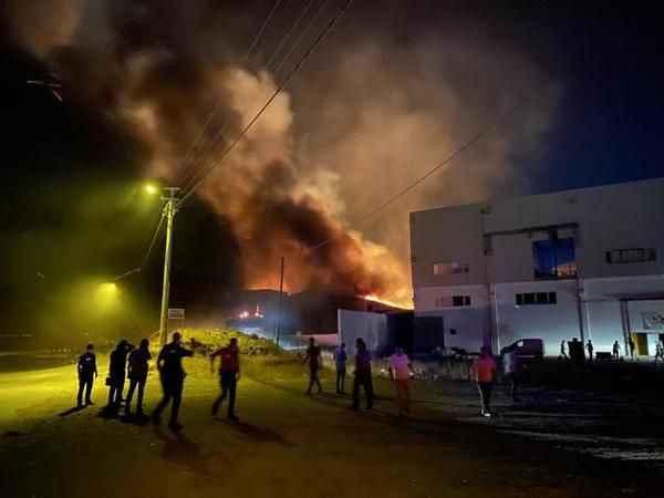 Geri dönüşüm tesisinde büyük yangın!