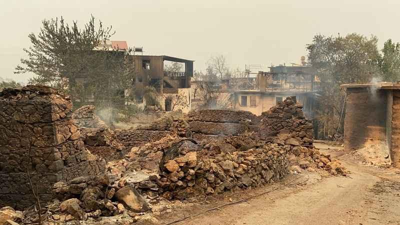 Yangında tamamen yanan Bayır Mahallesi'nde hasar tespiti başladı