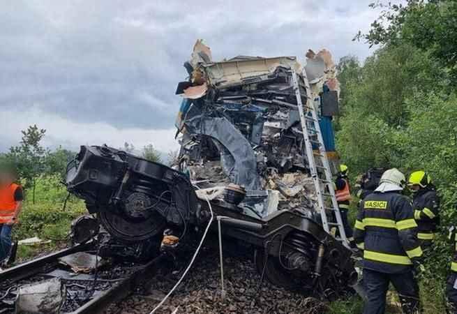 Son Dakika: İki tren çarpıştı! Ölü ve yaralılar var