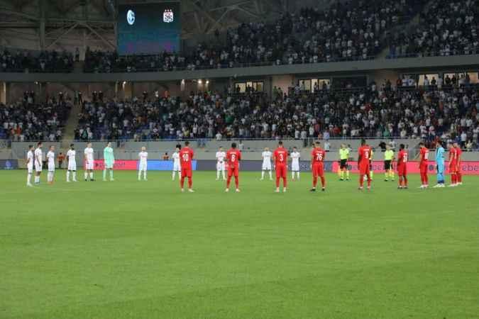Yangınlarda hayatını kaybedenler için Dinamo Batumi-Sivasspor maçı öncesi saygı duruşu