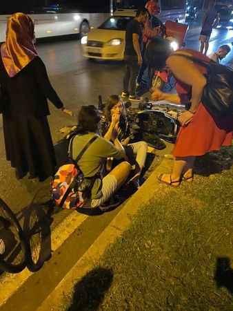 Alanya'da korkutan kaza! Kırmızı da geçen motosiklet, bisiklete çarptı