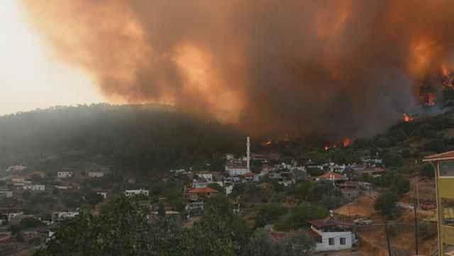 Yangınların kontrol altına alındığı ilçeden üzen haber! Alevler yeniden yükseldi