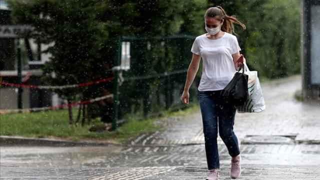 Meteoroloji'den şiddetli yağmur uyarısı! Şemsiye bile yetmeyecek, yağmurlukları hazırlayın