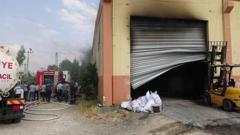 Fabrikada çıkan yangın korku ve paniğe neden oldu