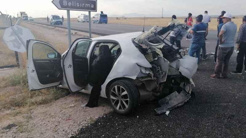 Feci kaza! Sürat motoru ile otomobil çarpıştı