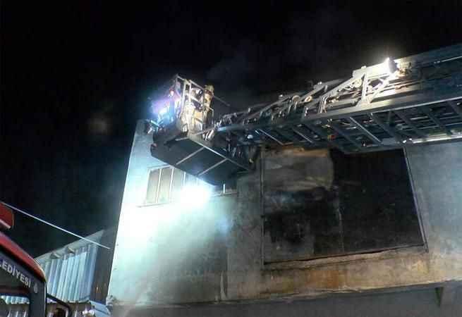 Korku dolu gece! Banyo malzemesi üreten fabrika yandı