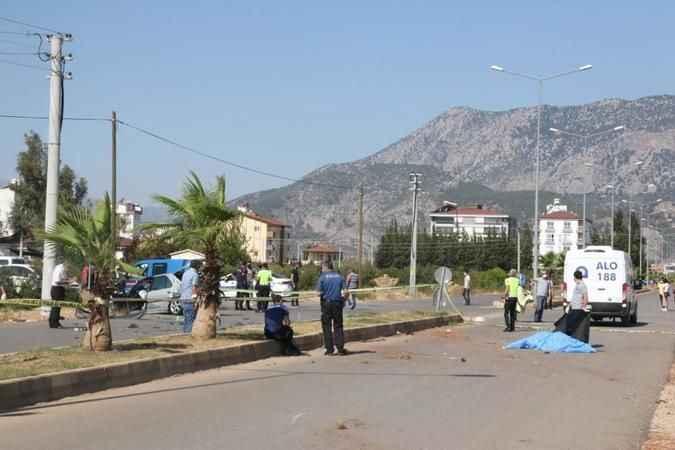Antalya'da korkunç kaza! Servis beklerken can verdi