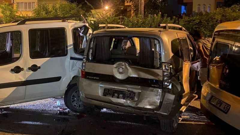 Gazipaşa'da zincirleme kaza! 4 araç birbirine girdi: 2 yaralı