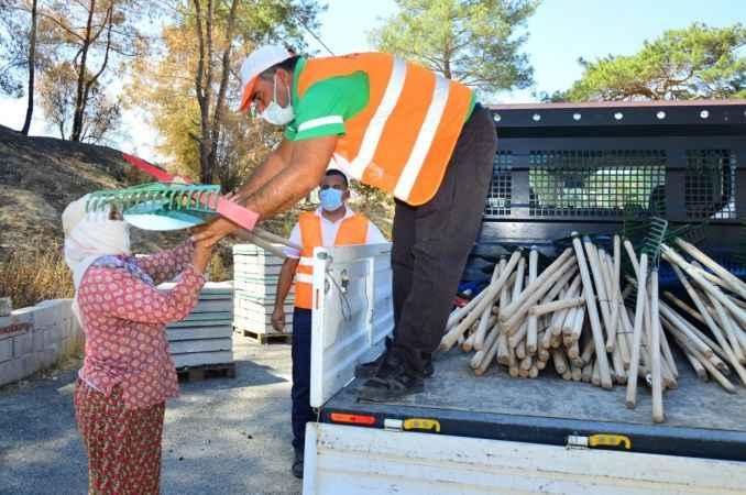 Manavgat'ta yangınzedelere tarım aleti desteği